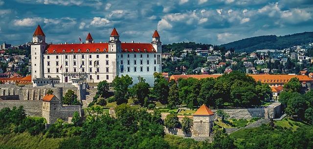 bratislava-1905408_640.jpg